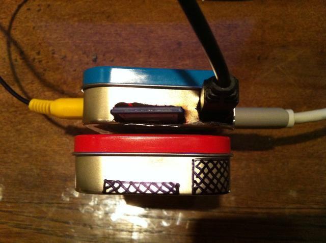 Perforar los agujeros de la tarjeta SD y conector de alimentación.