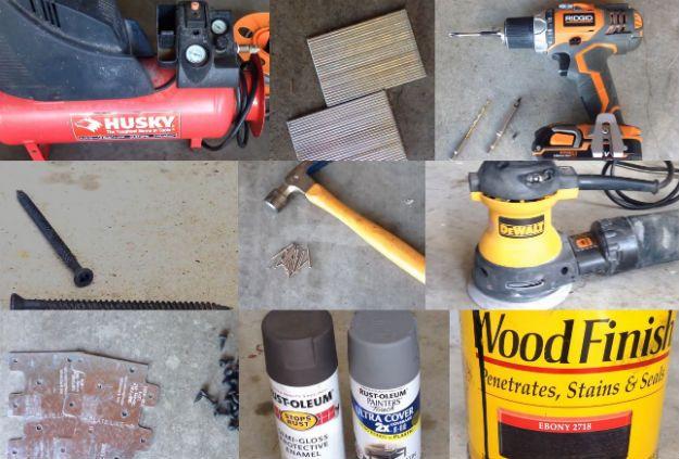 Echa un vistazo a cómo hacer un cabecero de madera reciclada en http://artesaniasdebricolaje.ru/reclaimed-wood-headboard/