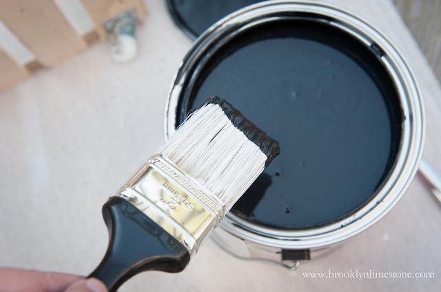 Ahora pasar a su segundo color. Aquí yo'm using Glidden Duo Paint and Primer in Onyx Black.