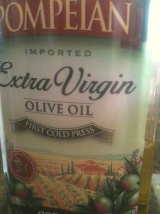 Aceite de oliva: poner un poco de esto en el para reponer su desde el secado de la sal! Será un masaje a su cuero cabelludo y extremos! Si usted tiene más grasa del pelo tomarlo con calma en los aceites!