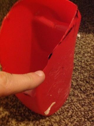 Ahora, usted puede eliminar cualquier imperfección, y eliminar la línea sobrante del marcador. Tenga cuidado de no cortarse.