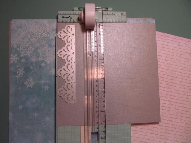 Cortar una tira de 2 pulgadas de la tarjeta de 8x8 cuadrados stock y hacer una frontera. Utilice cualquier troquelado o punzón que tiene para esto. Estoy utilizando el dado frontera de la matriz del mes de noviembre.