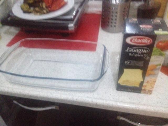 Lleve a su plato y las hojas de pasta