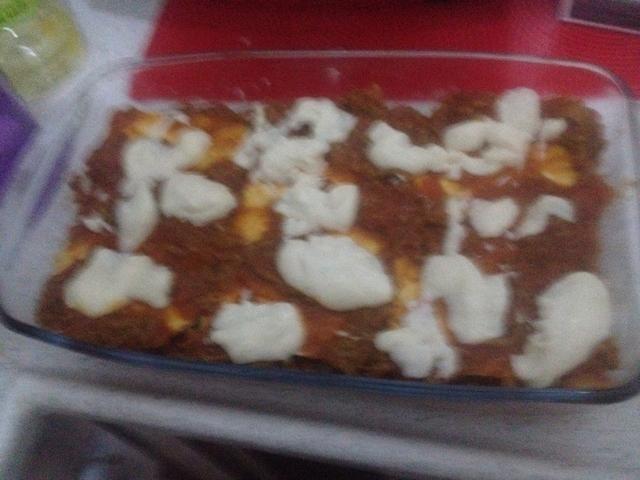 Algunos más salsa de queso y capas de repetición. Usé 4 capas antes de mi último paso ....
