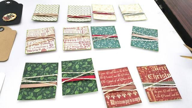 Adherirse cintas y cordeles en el papel al azar