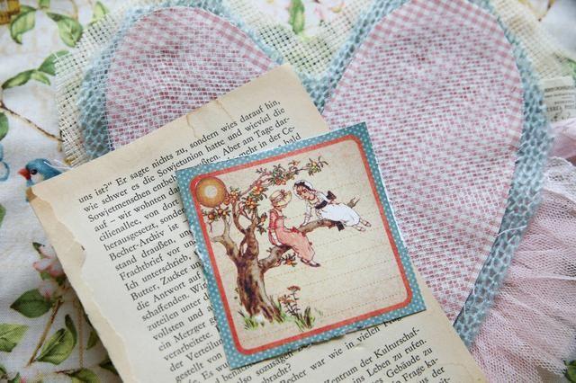 Cortar los detalles de papel y hojas de libro viejo.