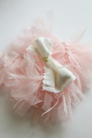 Coloque el sobre con vainilla dentro de la almohada. Después de que coser el agujero de la almohada.