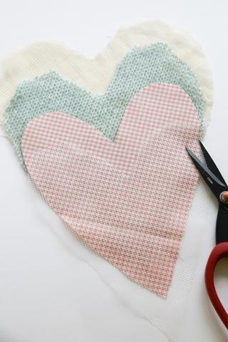 Cortar 4 corazones patrón.