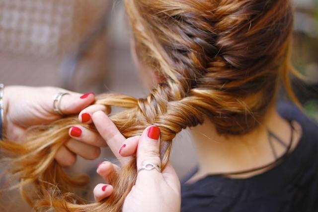 Continuar coleando para toda la longitud del cabello.