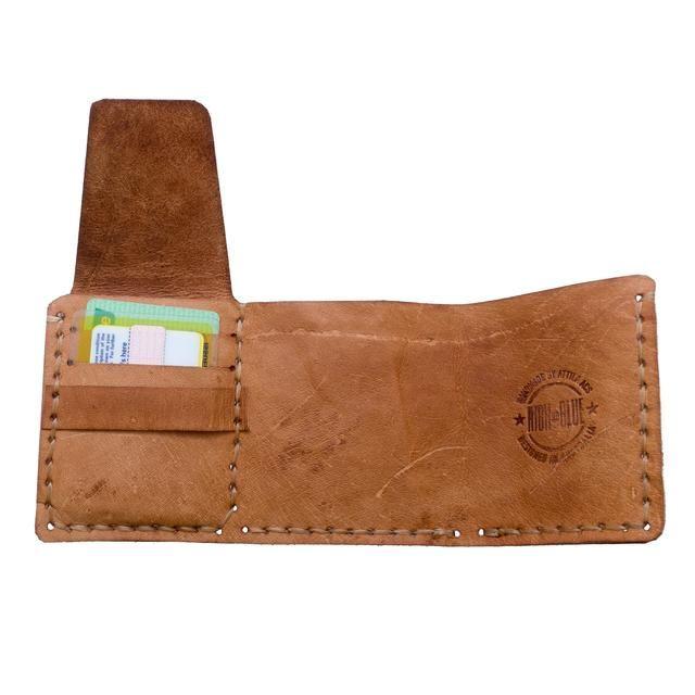 El patrón tiene todos los detalles que necesita para el patrón de costura correcta. Visita mi guía de coser a mano para obtener una descripción detallada de cómo coser a mano. Solía tendón artificial para esta cartera.
