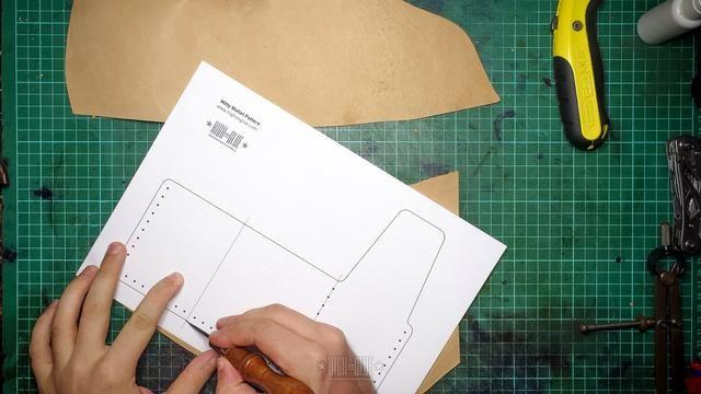 Trace el patrón que incluye las marcas de agujeros de costura (de un lado)