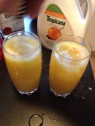 Agregar el jugo de 4 piezas de color naranja (he añadido 8Oz) y agitar bien