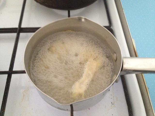 Cuando empiece a hervir y luego cocine a fuego lento durante unos 5-10 minutos.
