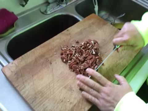 Picar las nueces bien.
