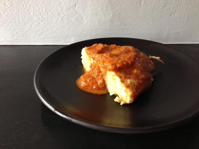 Servir con una salsa de tomate picante o por sí mismo.