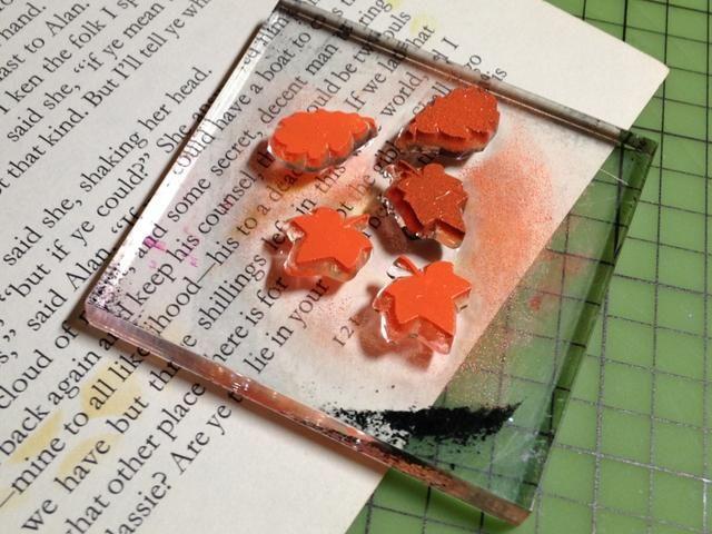 tinta mini-sellos de la hoja utilizando Naranja Pigmento Tinta