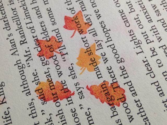 sello deja en la página del libro y relieve utilizando ColorBox Claro Embossing Powder. sello y relieve 10-12 hojas y cortar