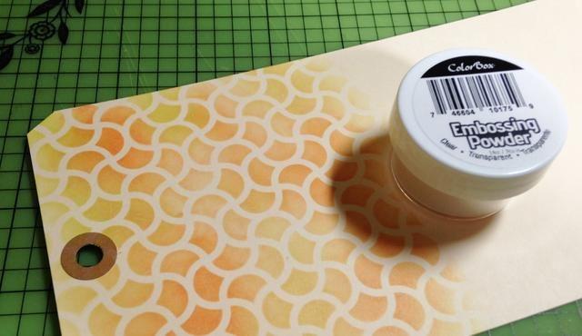 etiqueta de relieve utilizando ColorBox Claro Embossing Powder