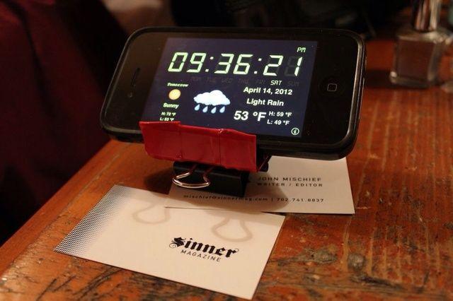 El teléfono se muestra perfectamente para ver películas o como un reloj de escritorio. ¡Disfrutar!