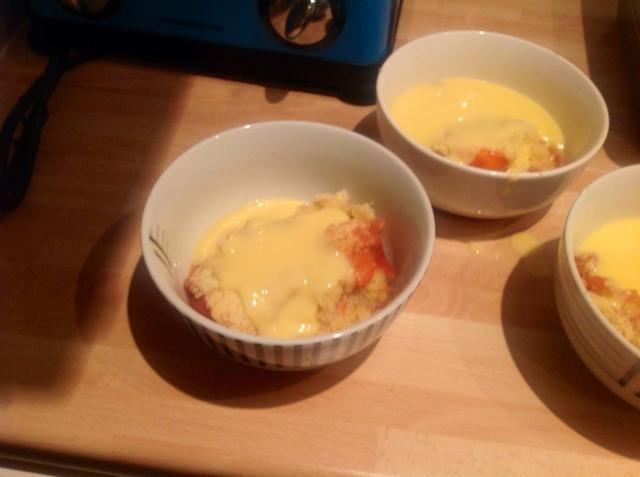Servir caliente con crema pastelera o crema :)