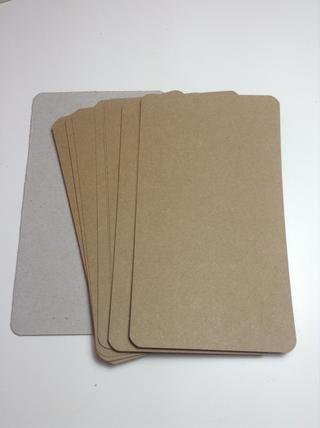 Cortar trozos de papel kraft con la misma medida de las cubiertas ... I'm using10 to make my mini album pages.