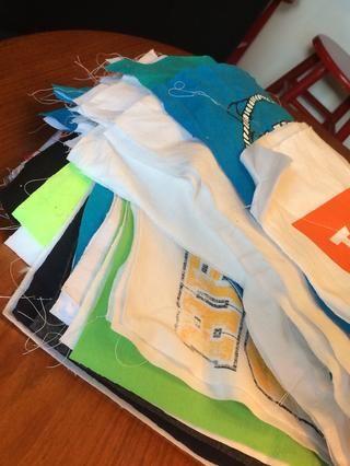 Aquí está la pila sándwich camiseta!