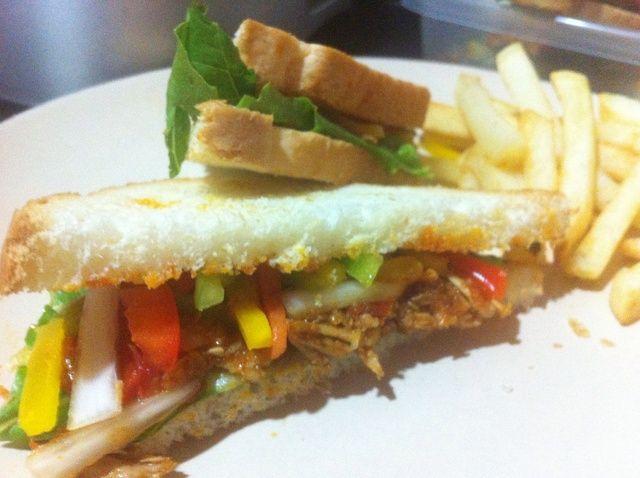 Cómo hacer un sándwich delicioso Usando sobras de pollo