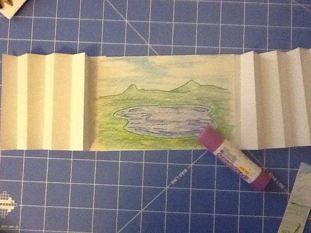 Pegue el fondo en el interior haga el último pliegue de acordeón.