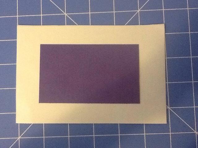 Utilice un cuadrado más pequeño para delinear el marco interior de cada página de su libro túnel, excepto la última página.