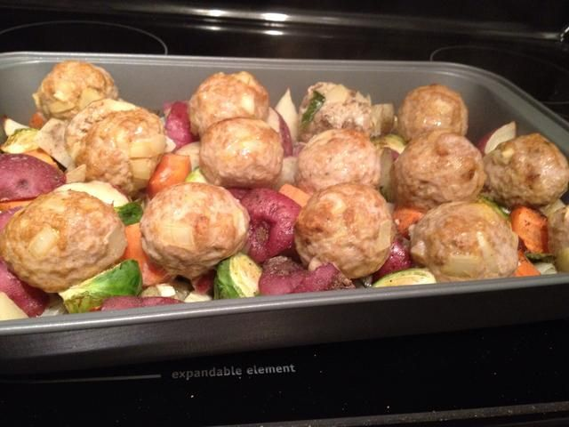 Después de 20 minutos, sacar sus albóndigas y meter uno con un cuchillo / tenedor y asegurarse de que're cooked through.
