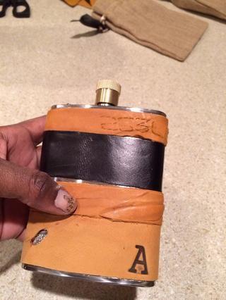 Usé mis madera herramientas candentes de la marca de la inicial en el frente. PRECAUCIÓN ... Esta es una quemadura muy rápido. Cuero se calienta más rápido que la madera.