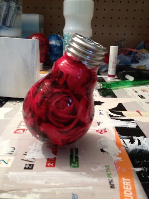 Cómo hacer un florero, de un Bombilla Dead