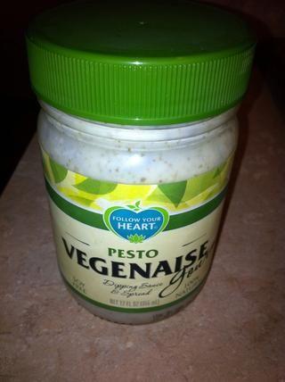 Añadir aproximadamente 1 taza de mayonesa o vegenaise. He utilizado el tipo pesto, añadió sabor extra.