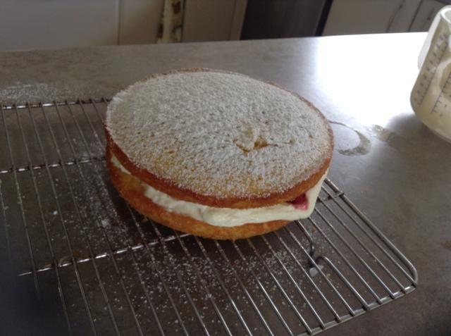 Cernir el azúcar glaseado en la parte superior y está listo para servir!