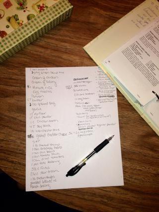 Escriba los nombres de las recetas en la parte superior para asegurarse de que tiene todo lo que necesita. Averiguar lo que're making and write the ingredients down. (Or copy and paste in word doc). Combine all like ingredients.