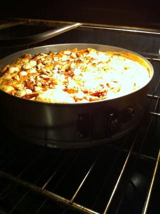 Coloque en el horno precalentado a 350 durante aproximadamente 1 hora y 20 min ... Cking hacia el final del tiempo de cocción para asegurarse de que doesn't get over cooked. :)