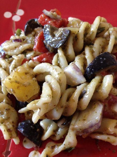 Cómo hacer una ensalada deliciosa receta de Pesto Pasta
