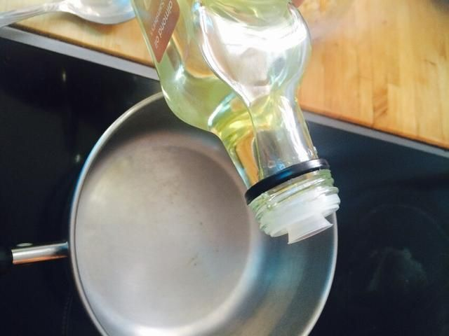 Añadir 3 cucharadas de aceite de almendras