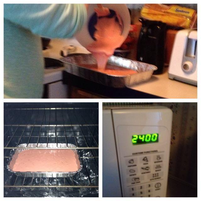 Paso 3: Verter la masa de pastel en el molde utilizando una espátula, y poner en el horno. Ajuste del temporizador de la torta para cocinar en menor tiempo, se refiere a la caja de torta de tiempo especificado.