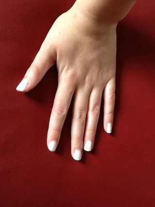 Realiza tus uñas blanco con el nailpolish blanco (ver paso 1)