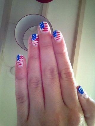 Haga puntos en el cuadro azul con la nailartpen blanco (o striper, consulte el paso 1) ah y don't forget the topcoat!!!!!!