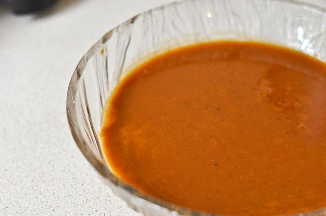 Sal al gusto y ahí lo tienes - un delicioso, salsa sabrosa con sabores ricos y complejos que va bien en todo!