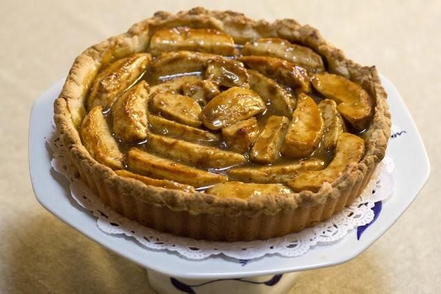 Deje que la tarta de enfriar a temperatura ambiente y desmoldar desde el molde de tarta.