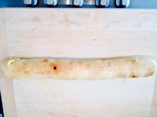 Cocine la salchicha en el horno durante media hora a 200 °.