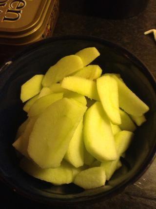 Cortar las manzanas.