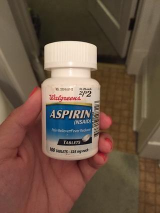 Salir de la aspirina! La aspirina es un antiinflamatorio y que en realidad ayuda a secar los granos.