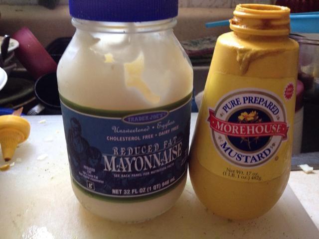 Añadir 1 cucharada de mostaza y 2 de cucharadas de mayonesa de huevos.
