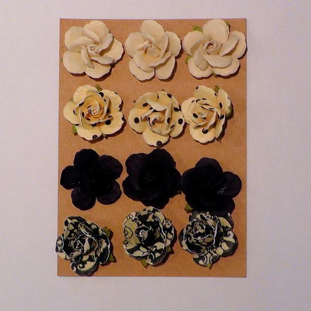 Ahhh adornos! Ideas: Flores, pedazos de metal, ephemeras vintage, alfileres. (Estos son de Michaels Artes y Oficios)