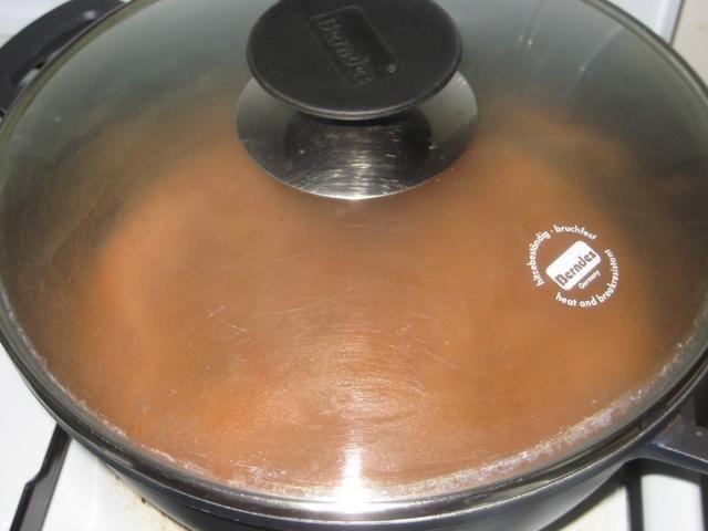 Tapar y aumentar el calor para llegar a hervir, luego reducir a fuego lento durante unos 5 minutos o hasta que ......