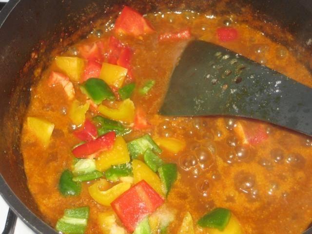 Añadir a la salsa de coco.